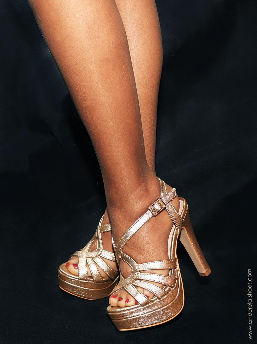 Sandálias com meias sem costura