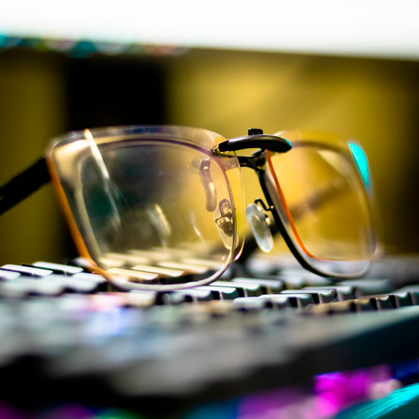 Lentes con clip para adherir a lentes tradicionales