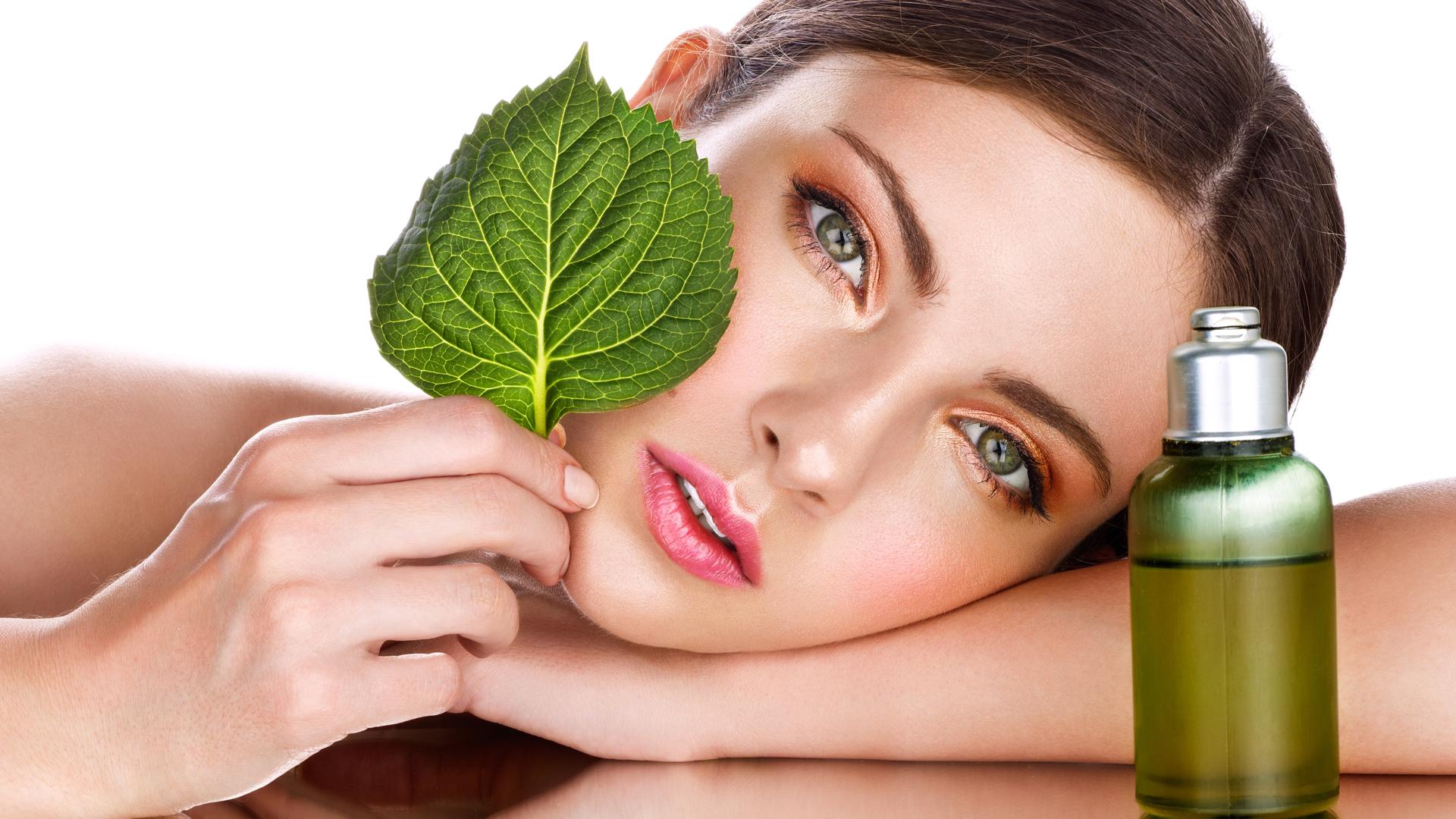 La cosmética natural vive un auténtico boom, cada vez hay más marcas que ofrecen productos con ingredientes naturales, respetuosos con la piel y el medio ambiente.
