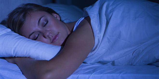 Ayuda a conciliar el sueño y disminuir los síntomas del insomnio.