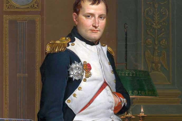 Napoleón fue quién introdujo la moda de los botones en las mangas de las chaquetas