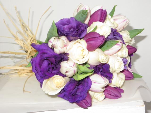 Ramo de Novia Rústico Tulipanes, Rosas, Lisianthus